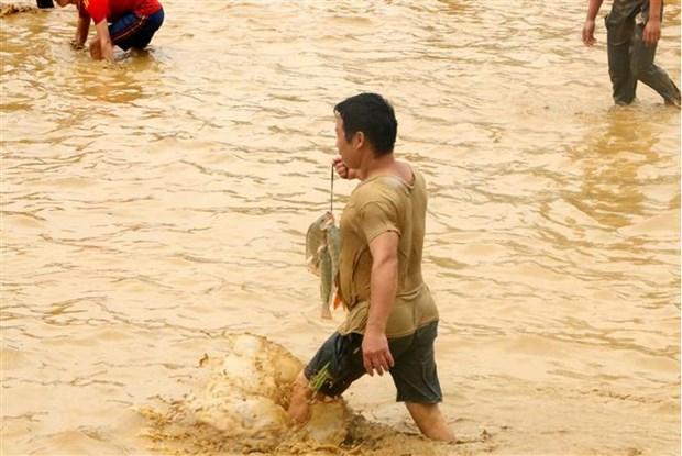 Doc dao Le hoi bat ca bang tay khong o Tuyen Quang hinh anh 1