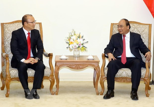 Thu tuong Nguyen Xuan Phuc tiep huan luyen vien truong Park Hang-seo hinh anh 1