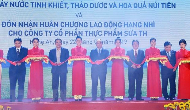 Thu tuong du le khanh thanh nha may nuoc thao duoc Nui Tien hinh anh 3
