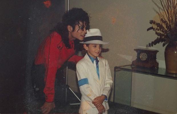 Nhieu dai phat thanh o Canada tay chay nhac cua Michael Jackson hinh anh 1