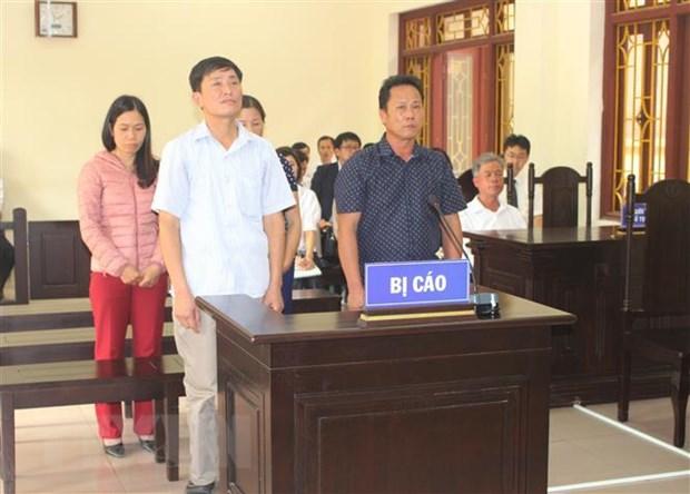 Ha Nam: 4 can bo xa linh an vi su dung bang tot nghiep gia hinh anh 1