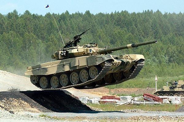 Interfax: Nga hoan thanh hop dong cung cap xe tang T-90S cho Viet Nam hinh anh 1