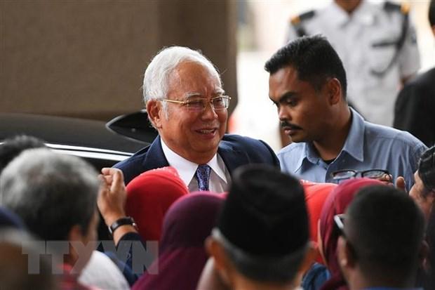 Cựu Thủ tướng Malaysia Najib Razak (giữa) tới tòa án ở Kuala Lumpur ngày 3-4. Ảnh: AFP/TTXVN