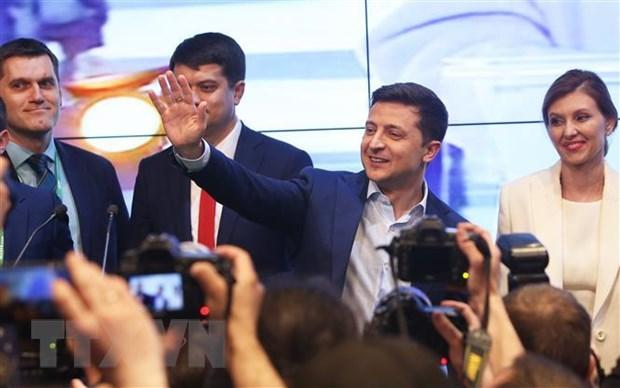Bau cu Ukraine: Lanh dao nhieu nuoc chuc mung ong Zelensky hinh anh 1