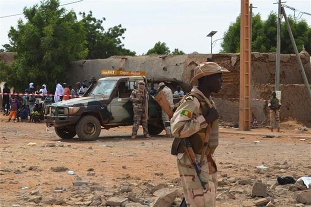 Mali: Doanh trai quan doi bi tan cong, 11 binh sy thiet mang hinh anh 1