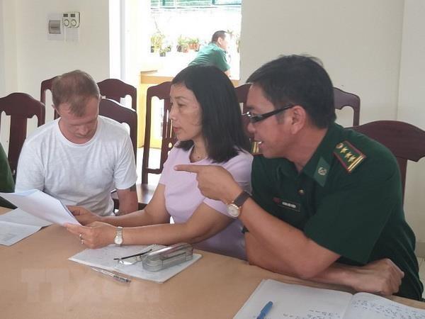 Bat doi tuong nuoc ngoai bi Interpol truy na tai Cua khau Lao Bao hinh anh 1