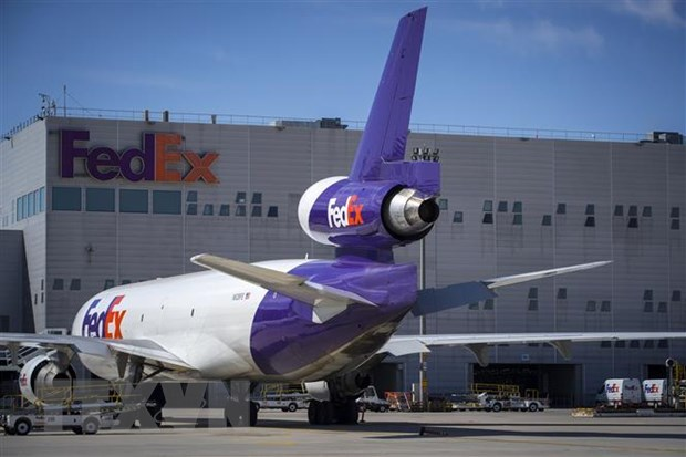 Trung Quoc yeu cau FedEx giai thich viec tu choi chuyen hang Huawei hinh anh 1