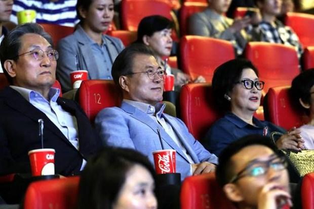 Cuoc ly hon Song-Song, phim Parasite khien mang xa hoi Viet day song hinh anh 2