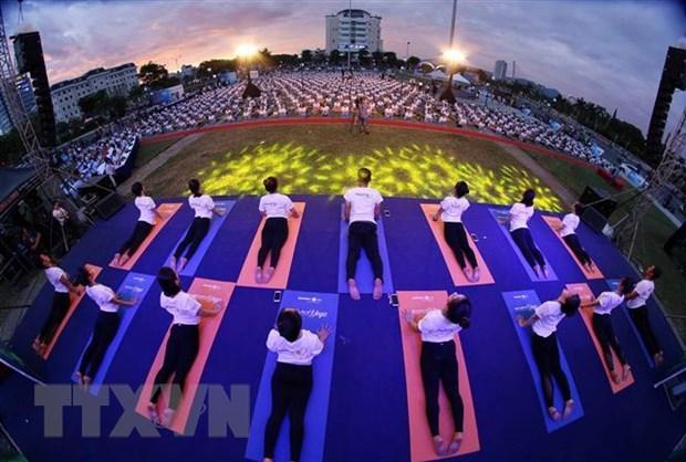 Hon 1.200 nguoi dong dien nhan Ngay Quoc te Yoga tai Da Nang hinh anh 1