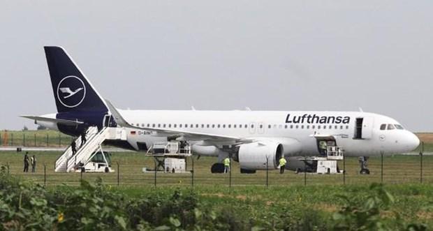 May bay Lufthansa so tan khan cap tai Serbia do co de doa danh bom hinh anh 1