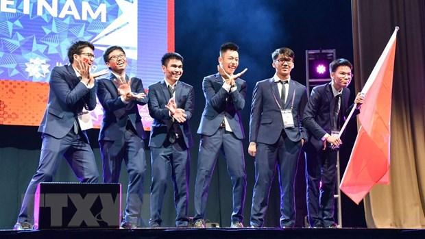 Đoàn học sinh Việt Nam tham dự kỳ thi đội tuyển Olympic Toán quốc tế lần thứ 60 - IMO 2019. Ảnh: TTXVN phát