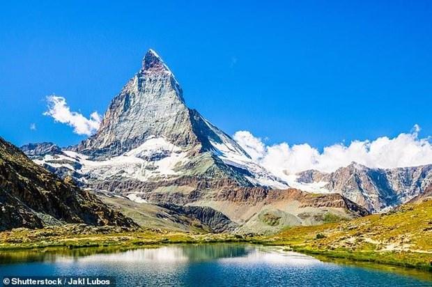 Ngon nui dep nhat the gioi Matterhorn bat dau nut vo vi tan bang hinh anh 1