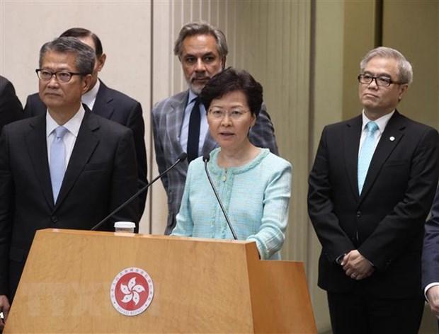Trưởng Đặc khu hành chính Hong Kong (Trung Quốc) Lâm Trịnh Nguyệt Nga (thứ 2 trái, phía trước) trong cuộc họp báo tại đặc khu ngày 9/8/2019. Ảnh: THX/TTXVN