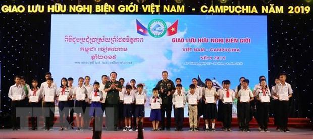 Toa dam giao luu huu nghi bien gioi Viet Nam-Campuchia hinh anh 2