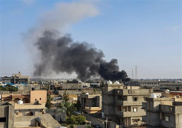 Libya: Quan doi mien Dong khong kich san bay quoc te Tripoli hinh anh 1