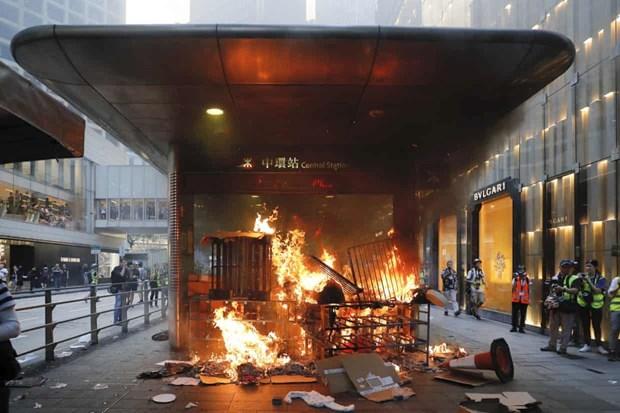 Hong Kong: Hon 100 nguoi bieu tinh bi bat sau lenh cam che mat hinh anh 1