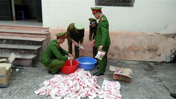 Quang Nam: Phat hien tu diem san xuat my chinh A-one gia so luong lon hinh anh 1