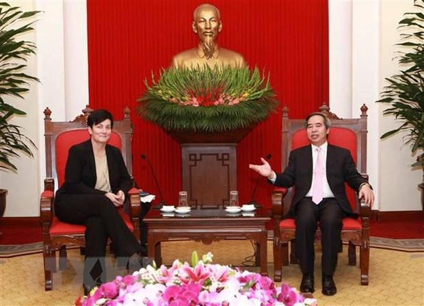 Truong ban Kinh te Trung uong tiep cac giam doc dieu hanh IFC va ADB hinh anh 1