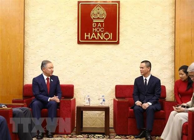 Chu tich Ha vien Kazakhstan giao luu tai Dai hoc Ha Noi hinh anh 1