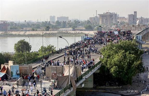 Iraq: Nguoi bieu tinh kiem soat cay cau thu ba tai Baghdad hinh anh 1