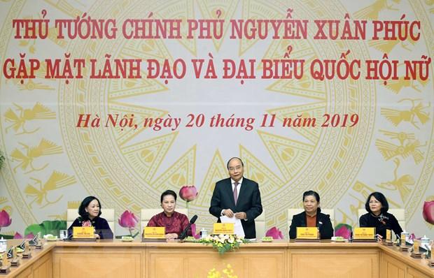 Thu tuong Nguyen Xuan Phuc gap mat cac nu dai bieu Quoc hoi hinh anh 1