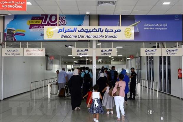 Libya: San bay Mitiga sap noi lai hoat dong sau khi bi phao kich hinh anh 1