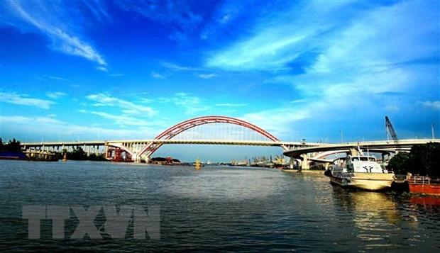 Hai Phong: Cuu vot hai nguoi bi lat thuyen tren song Cam hinh anh 1