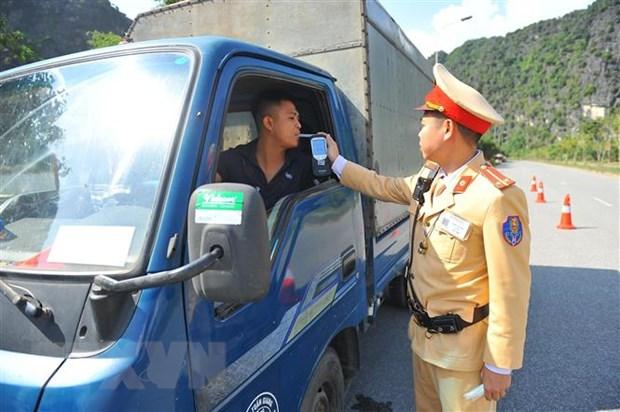 Tang cuong thuc hien Luat Phong, chong tac hai cua ruou, bia hinh anh 1