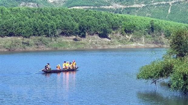 Quang Nam: Lat do tren song Vu Gia lam 6 nguoi mat tich hinh anh 1