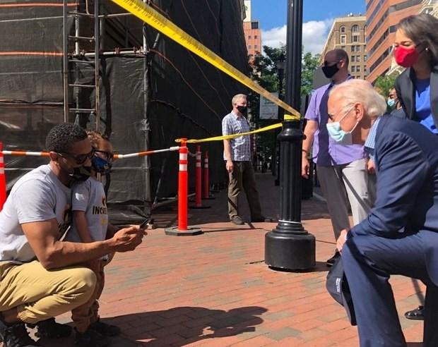 My: Ung cu vien tong thong Joe Biden tham dia diem bieu tinh hinh anh 1