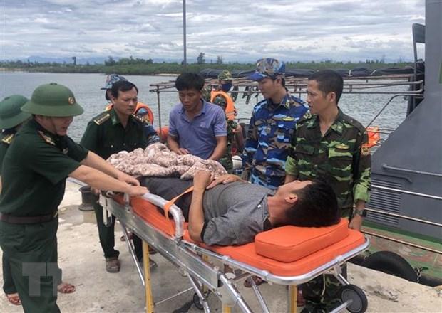 Quang Tri: Kip thoi dua thuyen vien bi viem ruot thua vao bo dieu tri hinh anh 1