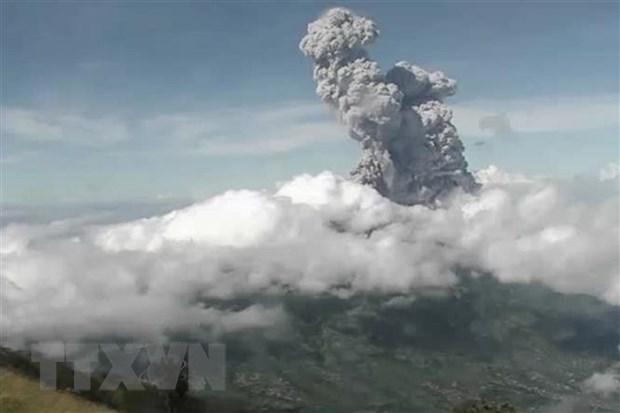 Indonesia: Nui lua Merapi phun trao, canh bao hang khong muc cao nhat hinh anh 1