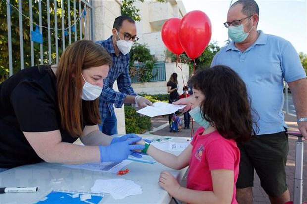 Israel phat trien lop phu khu trung be mat de phong virus SARS-CoV-2 hinh anh 1