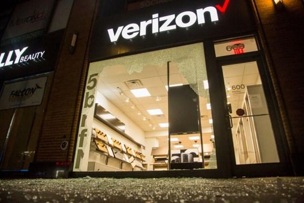 Verizon ngung quang cao, gay suc ep de Facebook thay doi chinh sach hinh anh 1