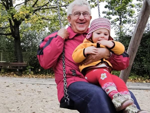 Quốc hội Đức thông qua dự luật về lương hưu cơ bản