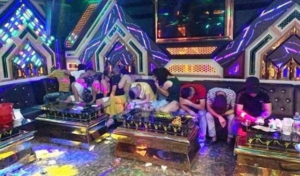Quang Binh: Bat qua tang 20 doi tuong su dung ma tuy tai phong karaoke hinh anh 1