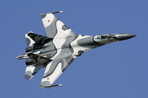 May bay Su-27 cua Nga chan may bay trinh sat My tren bien Den hinh anh 1