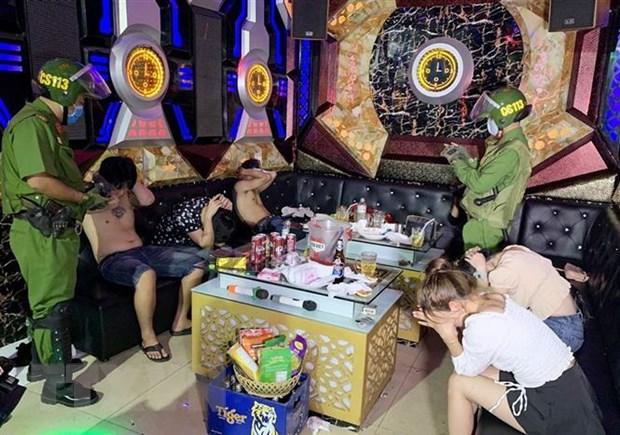 An Giang: 7 thanh nien duong tinh voi ma tuy trong quan karaoke hinh anh 1