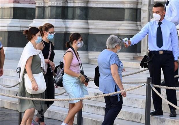 Italy: Hang trieu khau trang co chung nhan gia duoc tung ra thi truong hinh anh 1