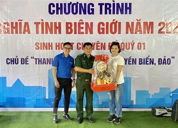 Tuoi tre TTXVN khu vuc phia Nam mang Xuan den noi bien gioi, hai dao hinh anh 1