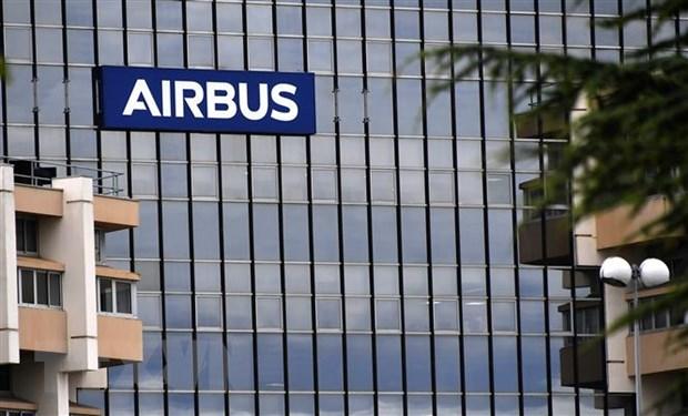 "Airbus keu goi My va EU ""dinh chien"" ve tro gia may bay hinh anh 1"