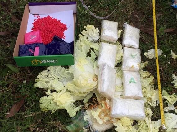 Quang Tri: Phat hien 16.000 vien ma tuy trong 2 bao tai ven duong hinh anh 1