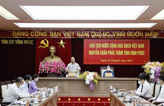 Chu tich nuoc tham truong THPT chuyen va lam viec voi tinh Vinh Phuc hinh anh 2