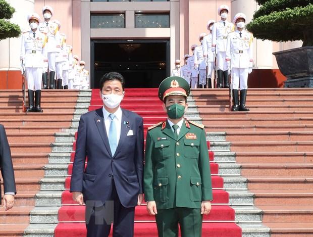 Bo truong Bo Quoc phong Nhat Ban tham chinh thuc Viet Nam hinh anh 1