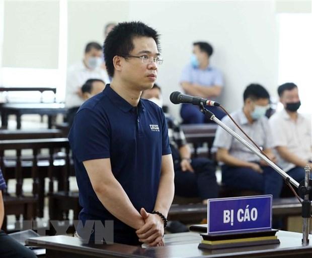 Bị cáo Hoàng Đình Tâm (cựu Kế toán trưởng Công ty cổ phần Hóa dầu và Nhiên liệu sinh học Dầu khí) khai báo trước tòa. (Ảnh: Phạm Kiên/TTXVN)