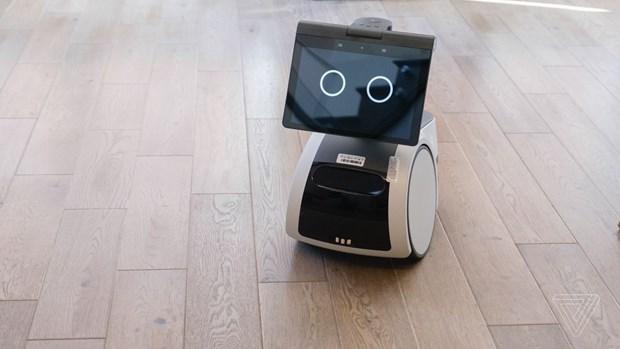 Amazon ra mat san pham robot an ninh giup tuan tra ngoi nha hinh anh 1