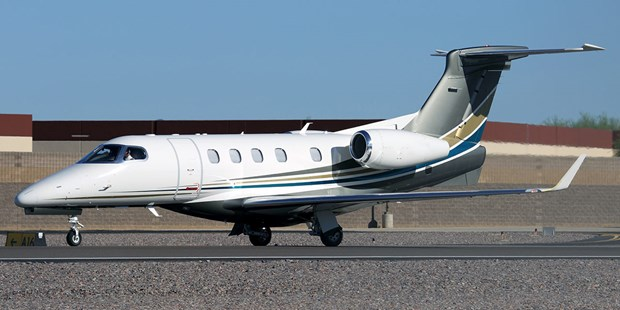 Embraer ky hop dong san xuat chuyen co Phenom 300E voi NetJets hinh anh 1
