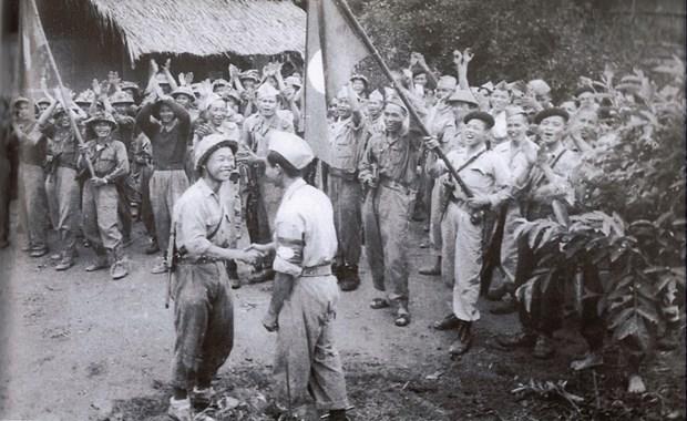 Quan tinh nguyen Viet Nam - Khi mau xuong hoa quyen tren manh dat Lao hinh anh 7