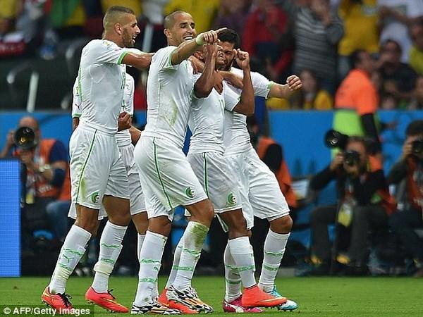 Vui dap Han Quoc 4-2, Algeria cham mot tay vao lich su hinh anh 1