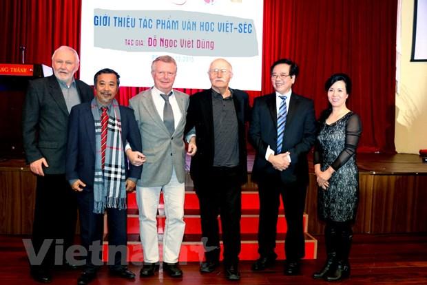 Giao luu van hoc Viet Nam-Cong hoa Sec tai thu do Prague hinh anh 1